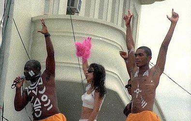 Marisa Monte com a Timbalada, em 1999
