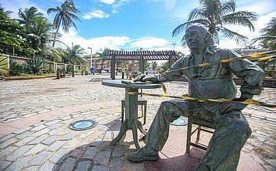 Praça Vinicius de Morais, em Itapuã, foi interditada.