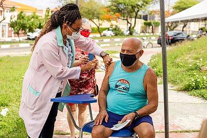 Lauro de Freitas começa a vacinar idosos a partir de 60 anos neste domingo