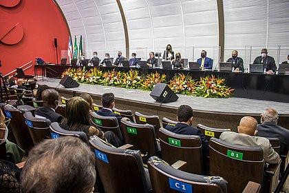 Prefeito, vice-prefeita e 43 vereadores são diplomados pelo TRE