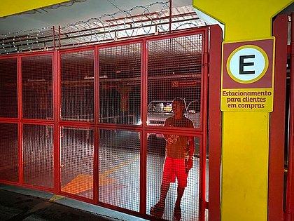 Após compras, homem fica preso em supermercado na Bonocô: 'falta de respeito'