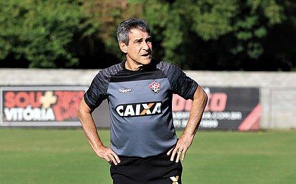 Paulo Cézar Carpegiani não é mais o treinador do Vitória