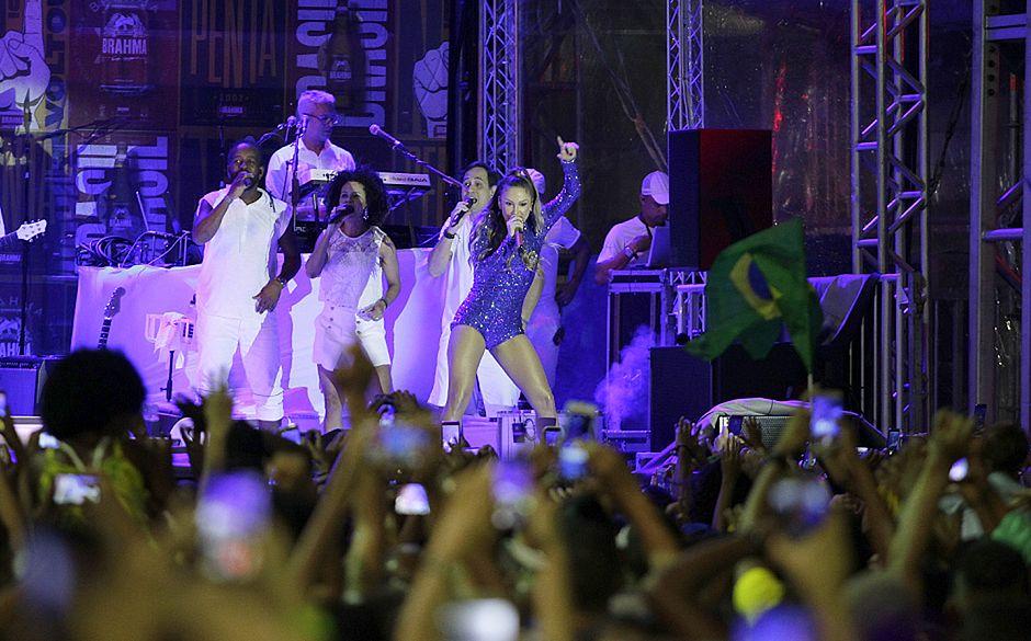 Farol da Barra reúne 20 mil pessoas para comemorar classificação do Brasil