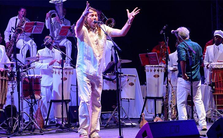 Pernambucano Lenine faz show no Festival da Primavera, este sábado