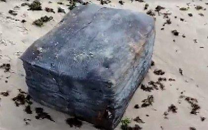 Amaralina: nova caixa misteriosa aparece na orla de Salvador