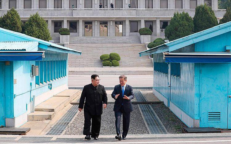 Kim Jong-un cruza fronteira para histórica cúpula das duas Coreias