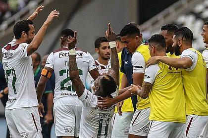 Elenco do Fluminense comemora gol no clássico