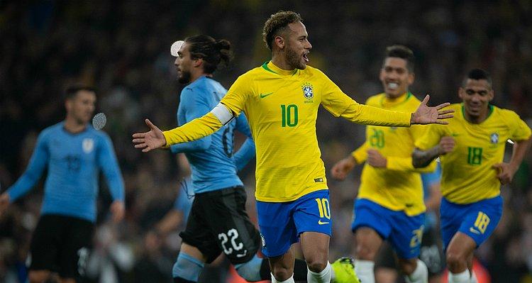 Neymar marca de pênalti e Brasil bate o Uruguai em Londres