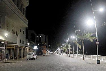 Ruas desertas na Barra após às 22h.