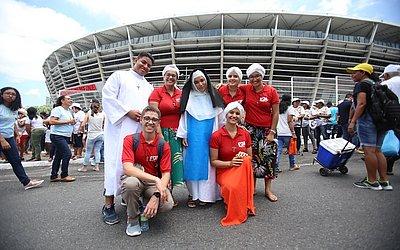 De turbante, estrangeiros levaram até cosplay de Irmã Dulce