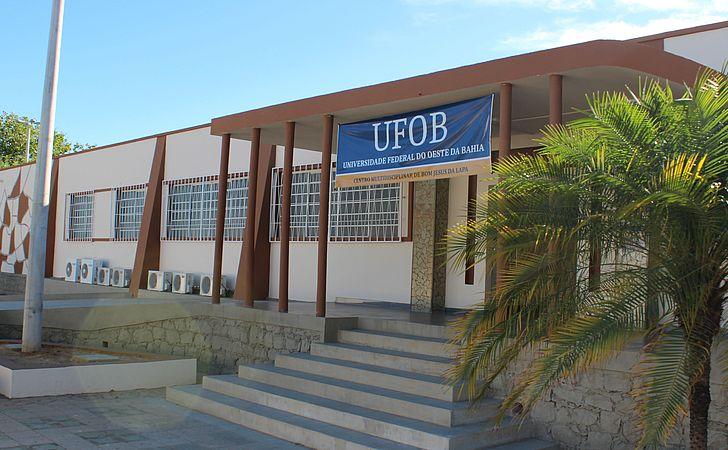 Universidade abre concurso com salário de R$ 4,6 mil