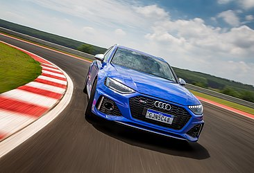 Com 450 cv, a RS 4 Avant acelera de 0 a 100 km/h em 4,1 segundos