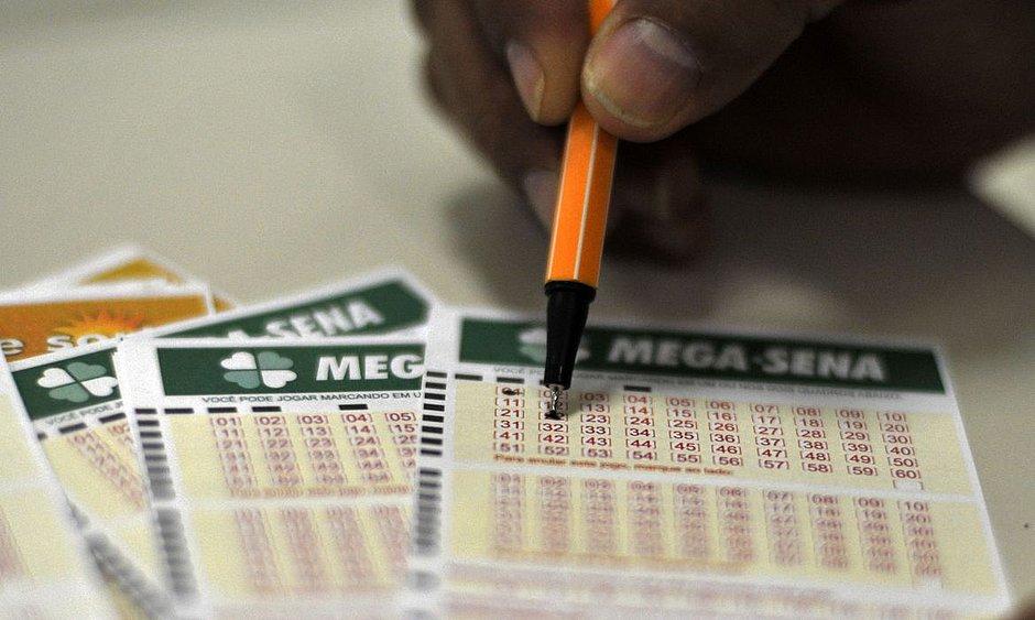 Mega-Sena acumula; prêmio vai a R$ 6 milhões