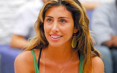 Jaque Khury teve participação relâmpago na oitava edição do reality show. Ela deixou o programa no primeiro paredão com a maior rejeição do BBB8. Recebeu 87% dos votos contra Gyselle