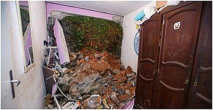 Casa do Residencial Renascer das Mangabeiras foi invadida com deslizamento; três pessoas ficaram soterradas, mas sobreviveram