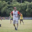 Técnico Wagner Lopes comanda treino na Toca do Leão