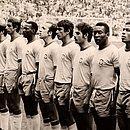 Da esquerda para a direita: Carlos Alberto, Brito, Gérson, Piazza, Everaldo, Tostão, Clodoaldo, Rivellino, Pelé, Jairzinho e Félix