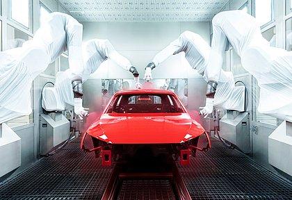 Além de escolher a cor do carro, é preciso definir também o tipo da pintura. Os processos de produção são distintos e os preços também mudam