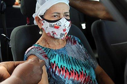Salvador: Vacinação para idosos com 64 anos e policiais militares começa nesta quarta