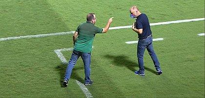 Enderson Moreira e Mano Menezes trocaram farpas durante partida entre Bahia e Goiás