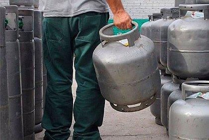 Botijão de gás em Salvador é vendido a R$ 92; gasolina atinge R$ 5,97 o litro