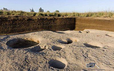 Foi descoberta o que se acredita ser uma das vilas mais antigas no Delta do Nilo depois que arqueólogos desenterraram artefatos do Quinto milénio A.C., em Tel Samara, informou o Ministério de antiguidades do Egito.