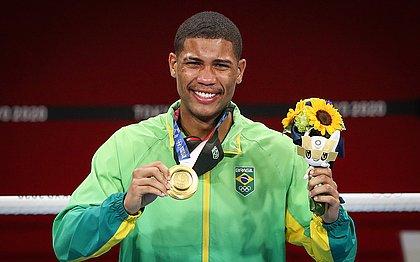 Hebert Conceição com a medalha de ouro em Tóquio