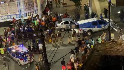 VÍDEO: Dois homens são baleados após tiroteio no Porto da Barra