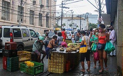 Feirantes continuavam trabalhando normalmente na Avenida Joana Angélica.