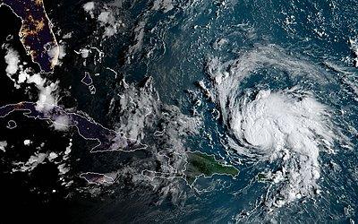 Imagem de satélite da aproximação do furacão Dorian