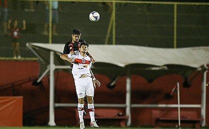Vitória fica atrás duas vezes, mas busca empate contra o CRB
