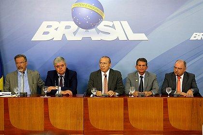 Ministros concedem entrevista coletiva após reunião com o presidente Michel Temer