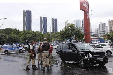 Outro carro também acabou envolvido no acidente