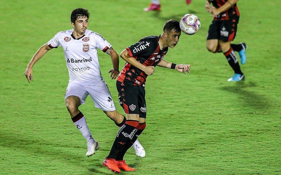 Matheus Frizzo saiu do banco contra o Brasil de Pelotas e fez sua estreia com a camisa do Vitória