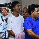 Ronaldinho e irmão Roberto Assis (direita) estão presos em Assunção, no Paraguai,