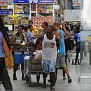 Baianos anteciparam compras do mês com medo de faltar alimentos