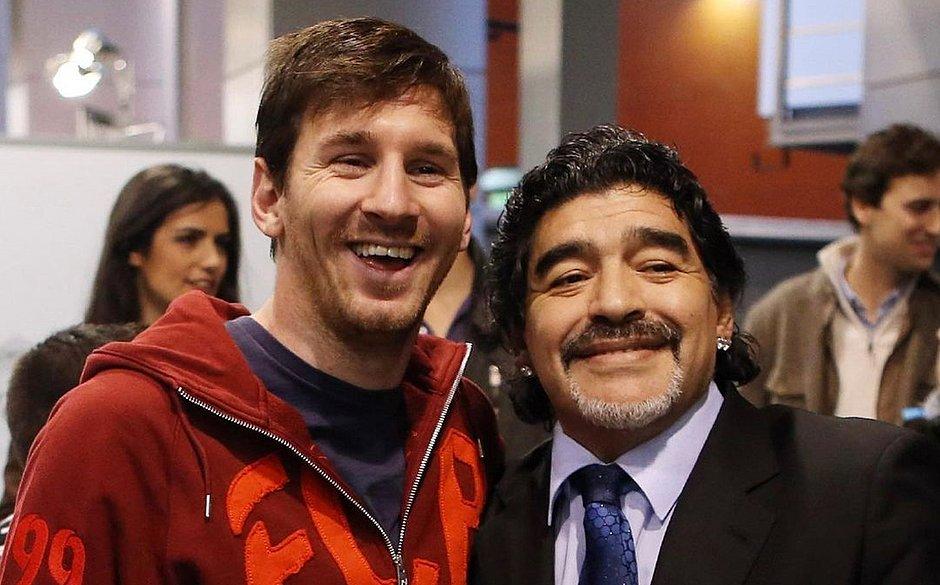 Messi homenageia Maradona: 'Nos deixa, mas não vai, pois Diego é eterno'