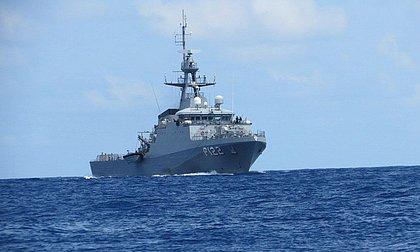 Marinha e PF apreendem barco com cocaína na costa de Pernambuco