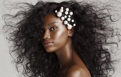 Modelo baiana é estrela de editorial da Vogue Noiva