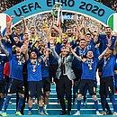 Italianos festejam a conquista diante da Inglaterra