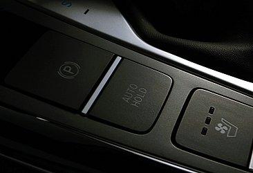 O freio de estacionamento é elétrico e o banco do motorista conta com ventilação