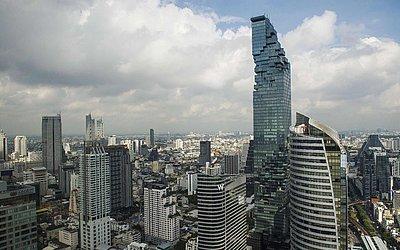Vista de Bangckok com seus  escritórios, torres residenciais e comerciais, incluindo um dos arranha-céus mais alto da Tailândia, o edifício MahaNakhon.