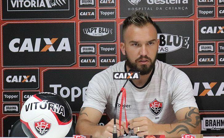 Farias exalta força do Corinthians e comemora chegada de reforços