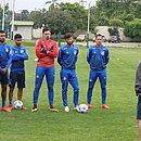 Guto Ferreira teve longa conversa com os jogadores no primeiro contato com o elenco