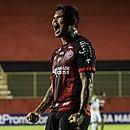 Léo Ceará comemorando seu gol na partida contra o Juventude, pela 29ª rodada