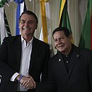"""De acordo com Bolsonaro, Mourão é uma """"sombra que às vezes não se guia de acordo com o sol"""""""