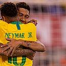 Firmino e Neymar comemoram; Brasil vence os Estados Unidos em Nova Jersey