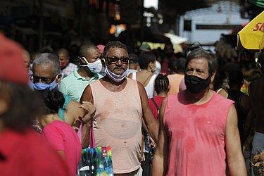 Aglomeração e descuido na Feira de São Joaquim.