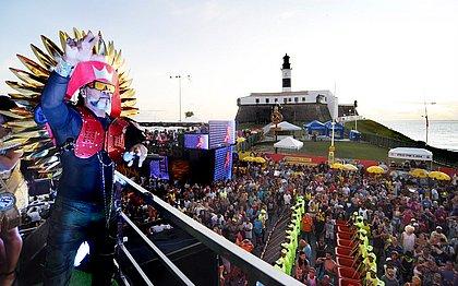 Brown volta ao 'Carnaval dos Carnavais' com 150 percussionistas