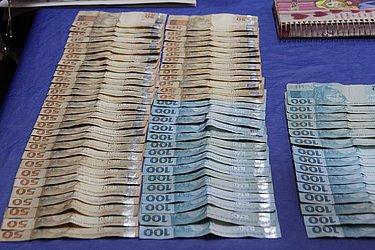 Dinheiro apreendido com bando em Salvador